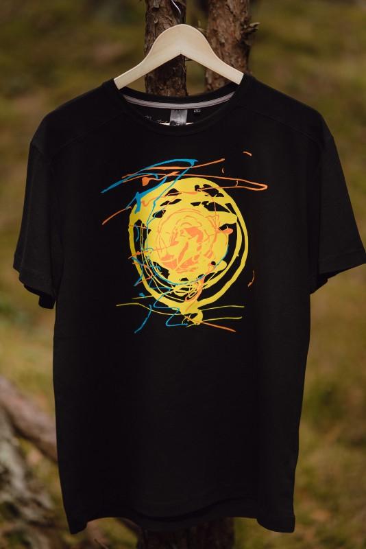 T-krekls Krastā saviļņots